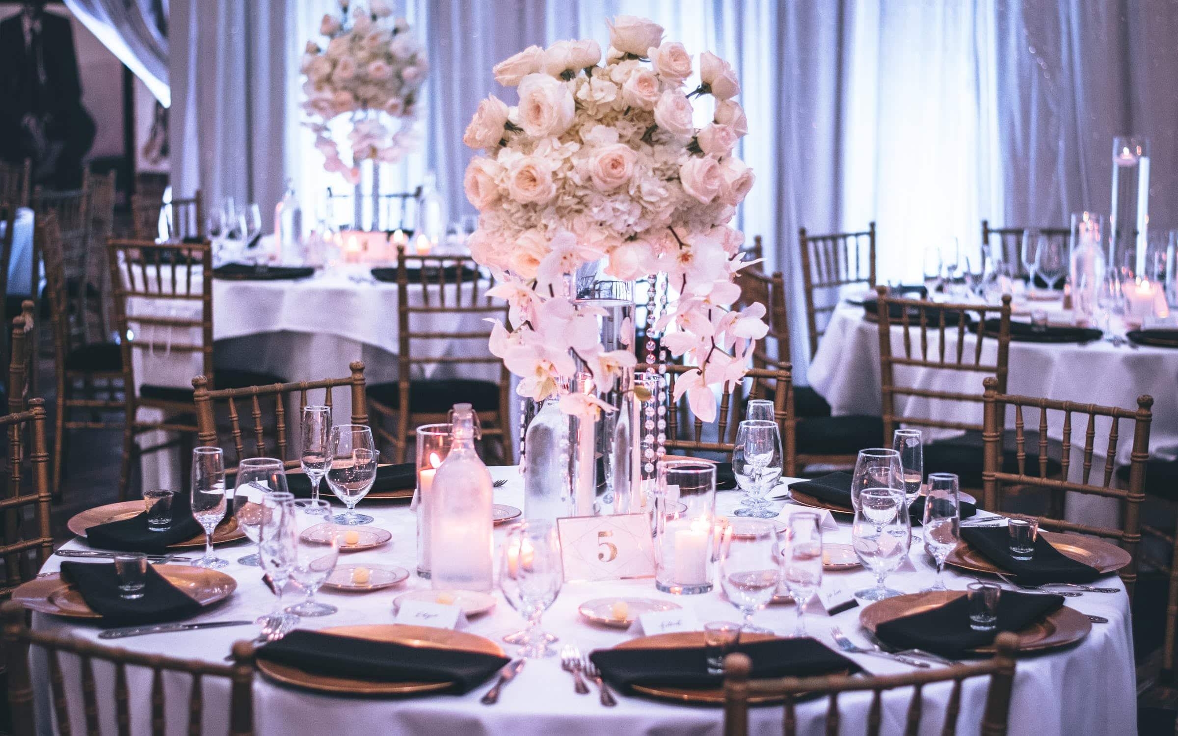 Banquete de boda: cómo organizar las mesas, ▷ Alquiler Fotomatón en Madrid
