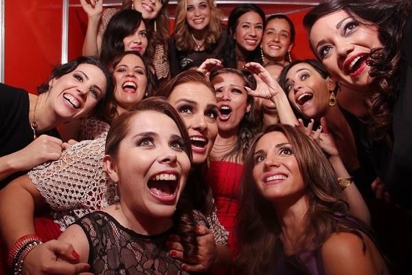 Descubre porque las fiestas con fotomatones son más divertidas, ▷ Alquiler Fotomatón en Madrid