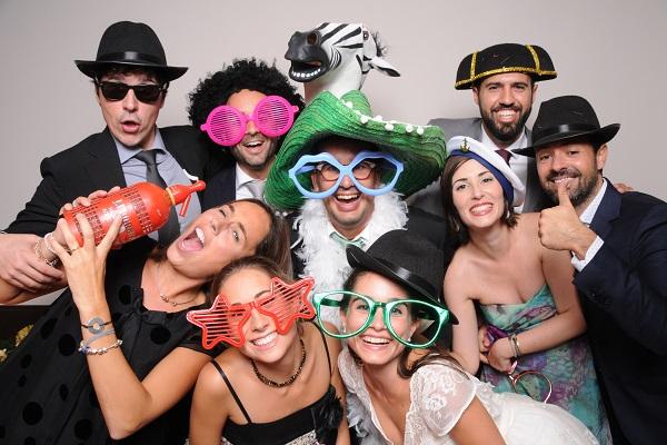 Fotos para fiestas: ahorra con un fotomatón, ▷ Alquiler Fotomatón en Madrid